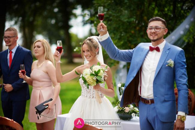 Toast Państwa młodych podczas uroczystości zaślubin.