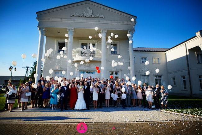 Biały Pałac, puszczanie balonów z helem.