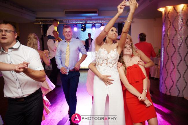 Selfie na weselu.