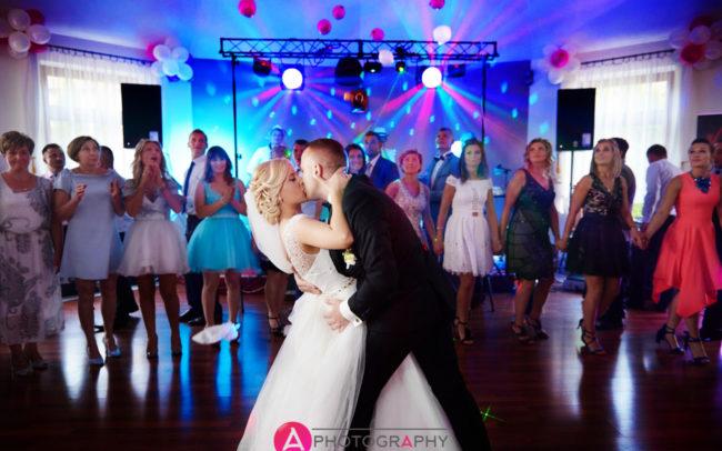 Pierwszy taniec pary młodej.