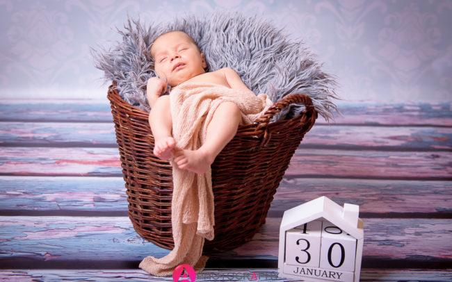 Zdjęcia niemowlaków.
