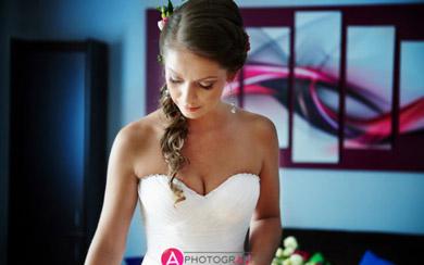 Przygotowania ślubne u Pani młodej.